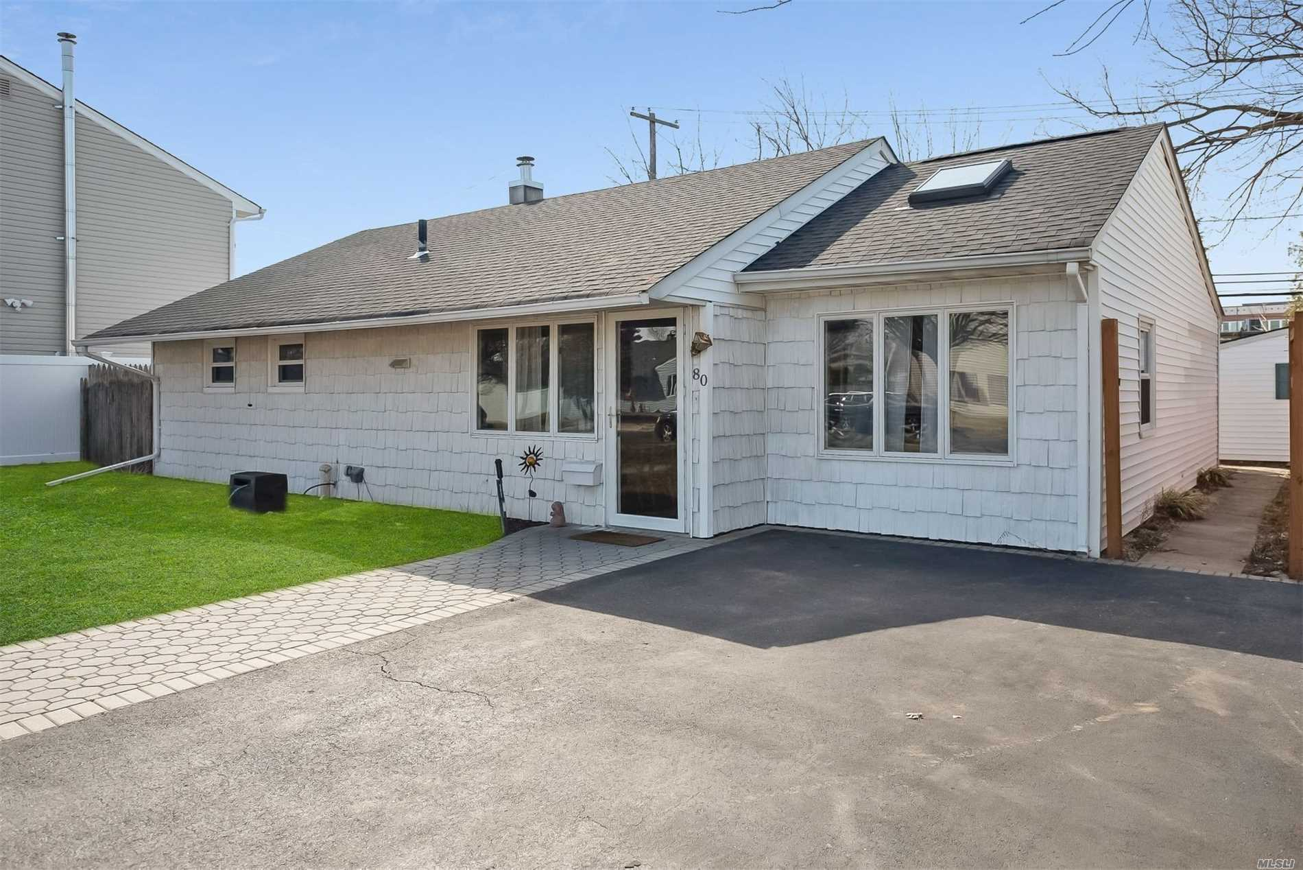 Lovely Ranch in Plainedge School District. Master Bedroom has Full Bathroom, 2 other Bedrooms, Large Living Room Dining Area, another Full Bathroom. Close to Shopping, Parkways, Golfing (The Black Course at Bethpage State Golf Course).