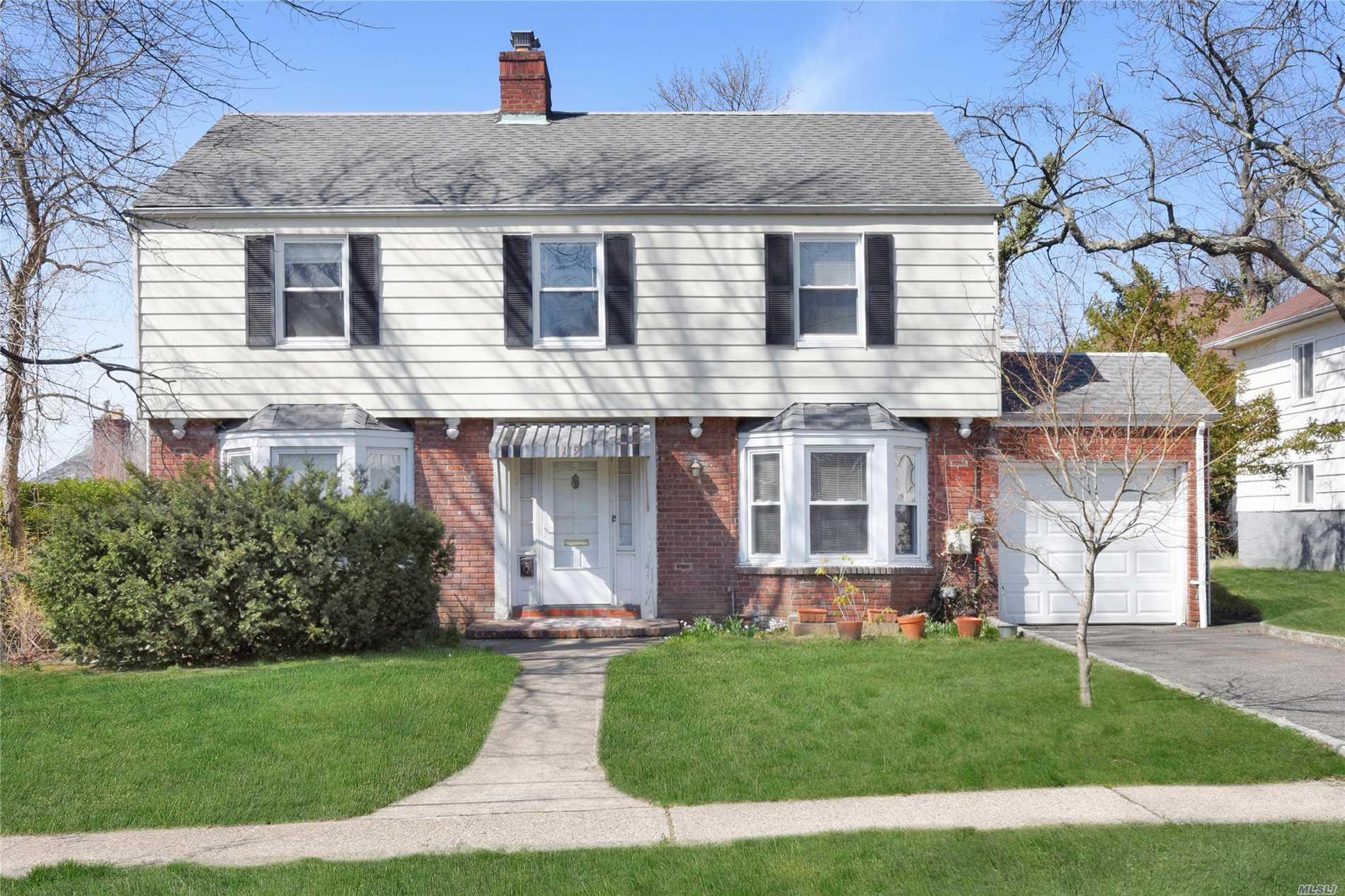Great Neck. Charming 4Br 3Bth Brick/Frame Colonial on 60 x 100 Lot. Living Rm, Formal Dining Rm, Eat-In Kitchen, Den, 1 Bedroom & 1 Bath on the 1st Floor. The 2nd Floor Features Master Suite, 2 Additional Bedrooms & 1 Full Bath. Full Basement. 1-Car Attached Garage. Zoned EM Baker Elementary, Great Neck North Middle & High Schools. Parkwood Recreational Complex.