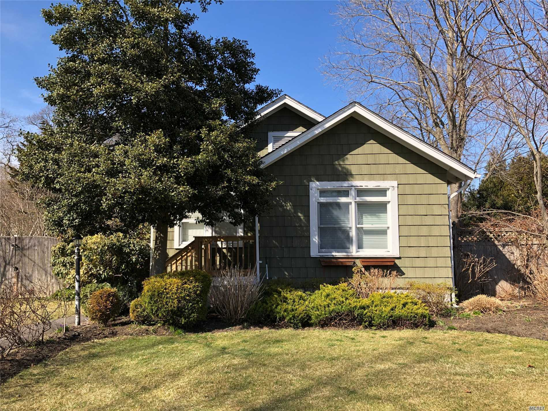 Adorable home with wood floors, granite EIK w/ washer/dryer and ss appliances. Fenced yard, Deck off the dining room. Pretty block.