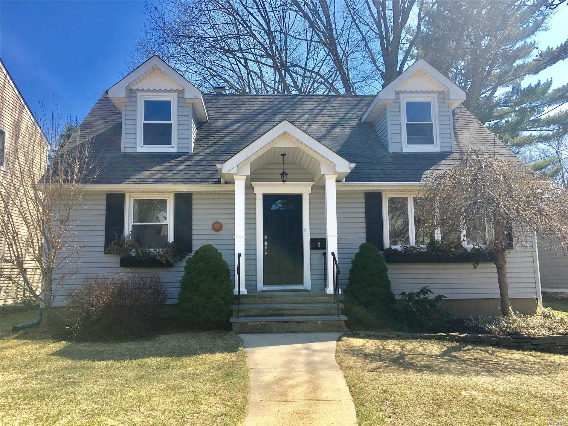 **Must see** Herricks school district. Newly renovated inside & outside, move in ready. Updated Kitchen With Stainless Steel Appliances. Open Porch With Nice Backyard. Hardwood floors, 5 BR with 2.5 bath, fully finished basement. Walking distance to Searingtown Elementary & Herricks Middle School.