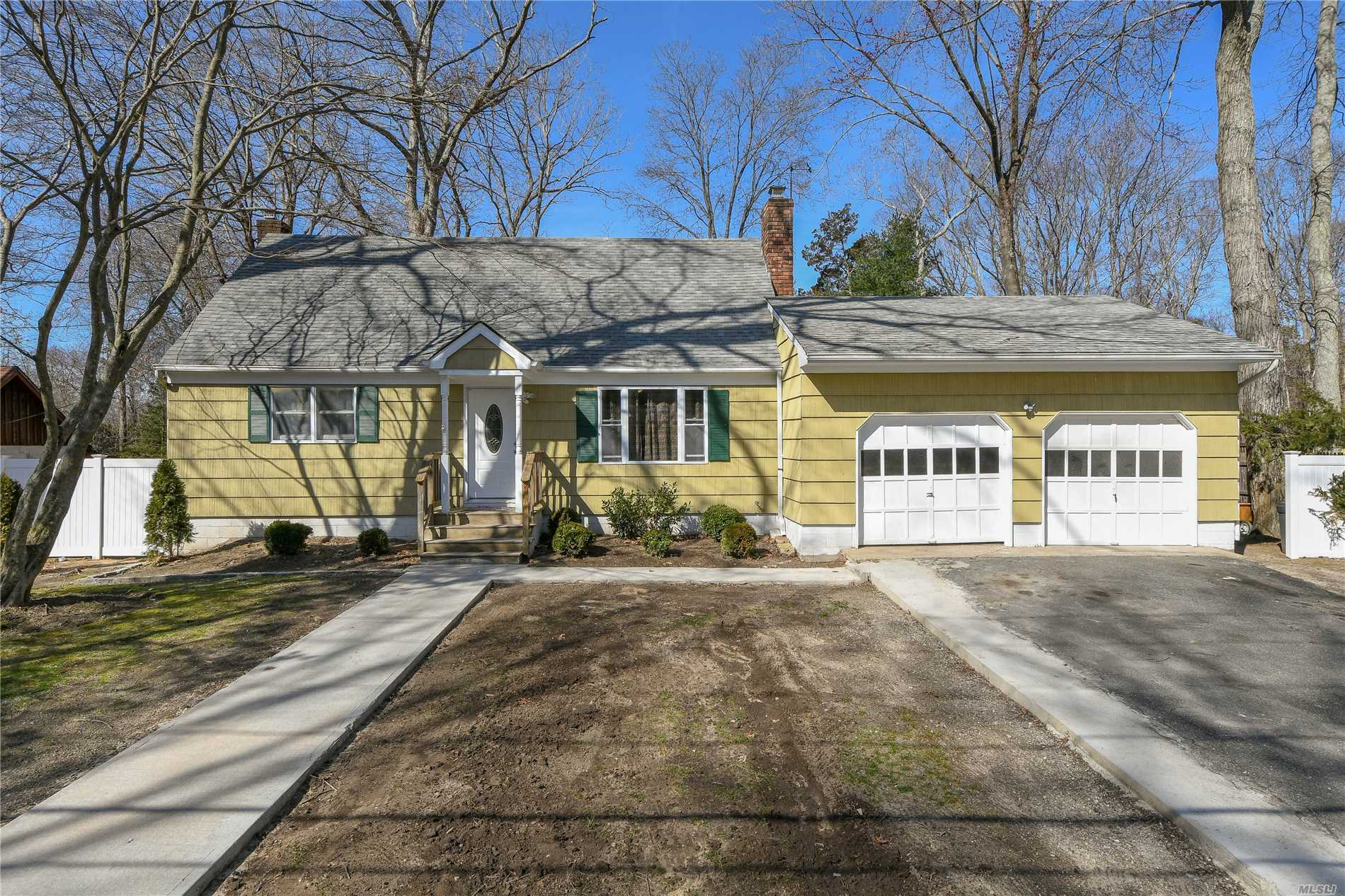 This lovely cape has large rooms, LR/FP, large rooms, full basement....ready for a new owner!
