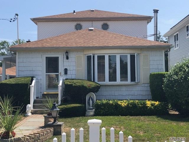 MINT Detached 2 Story Corner Property Home, Located In The Heart Of The ROSEDALE Section Of Queens County.A Must See, Come Make This Palace Your Home!!!