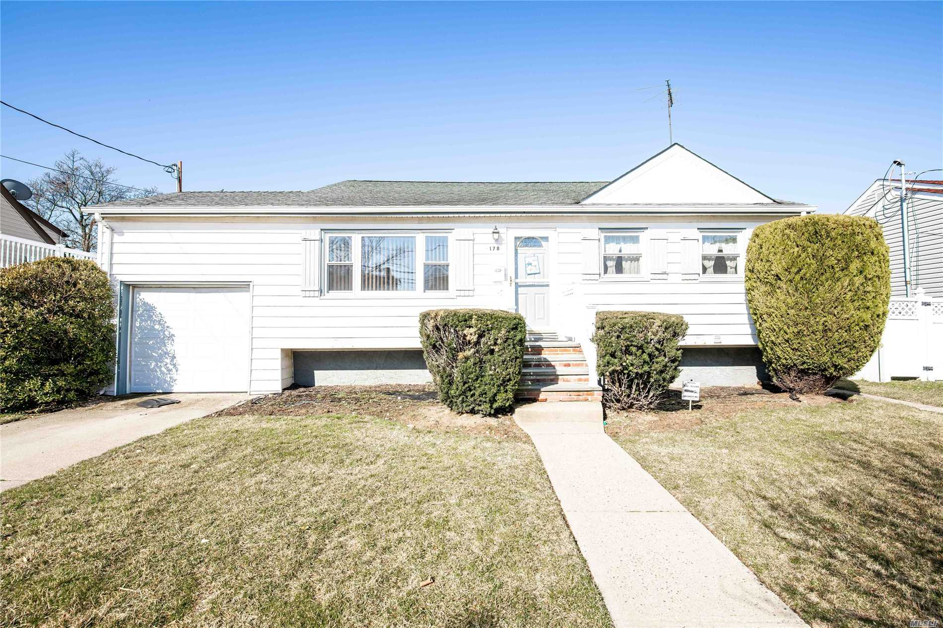 Spacious Split level home on a beautiful block, close to shopping, the Nautical Mile. 8 minute drive to the LIRR / 8 Minute drive to the Meadowbrook pkwy.