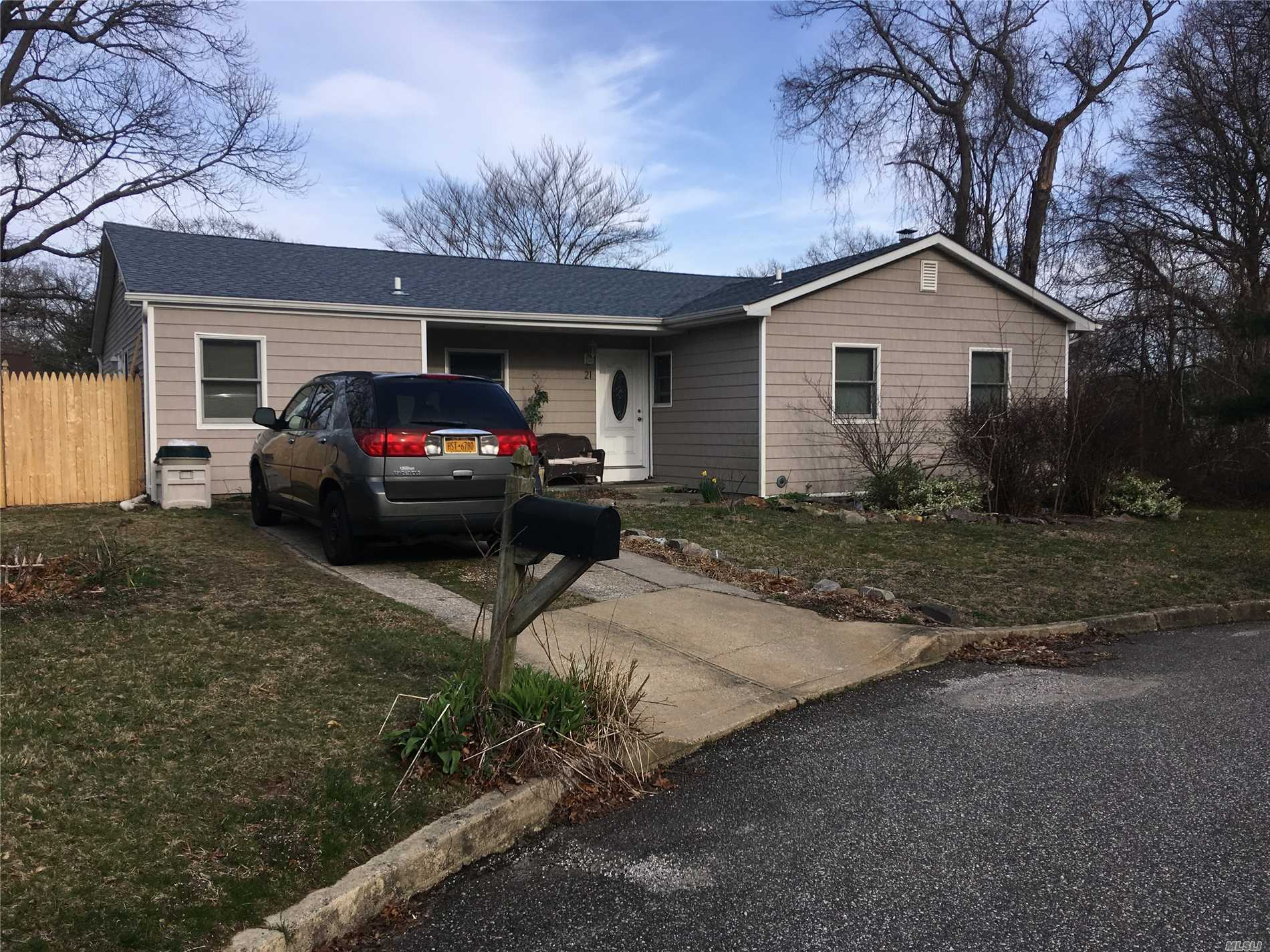 THIS IS A 3 BEDROOM 2 BATH HOUSE THAT HAS NEW SIDING NEW ROOF NEW WINDOWS THIS WILL NOT LAST!!!!!