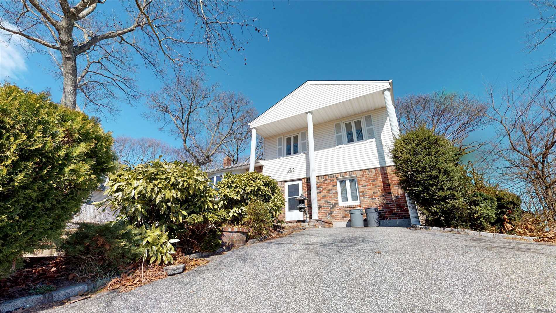 Large family home w/legal apt.w/SE, 5 yrs roof, vinly siding, granite kit.w/ss applances, fresh paintnstain wood floors, large brs, conviently located near shopping, lie, lirr,