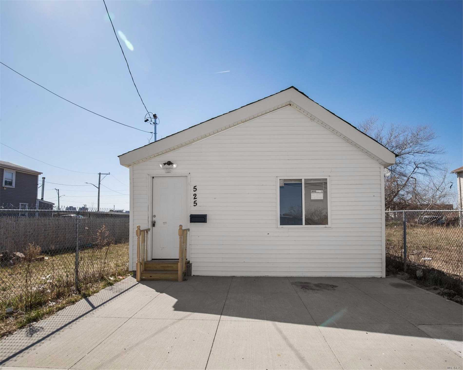 RENOVATED 3BR 1 FULL BATH HOUSE FOR RENT WITH PRIVATE BACKYARD AND LAUNDRY ROOM A MUST SEE