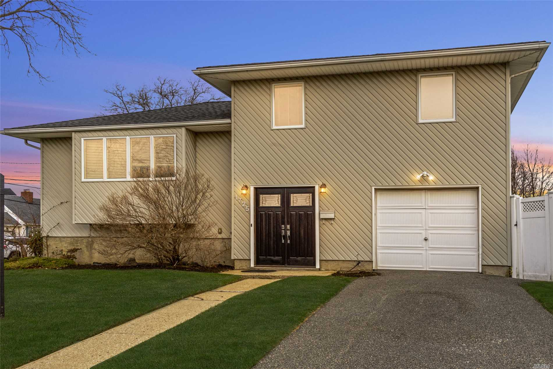Must see updated 3 bedroom, 2 bath split. Open concept Kitchen with granite and stainless appliances, Living Room, Dining Room, Den, Updated Baths, Finished Basement. Priced to sell!