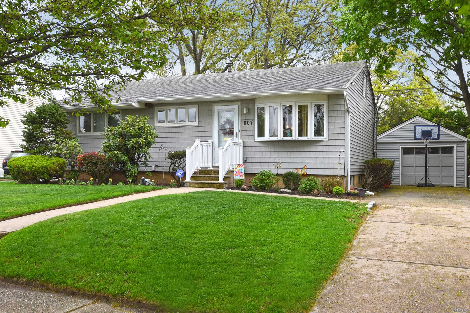 Mint Ranch Located In The Heart Of Franklin Square, School District 13, New Large Extended Eat In Kitchen, 3 Bdrm's, 1 1/2 Bth's, Wood Flrs Thru-Out, New Central AC, Updated Heating System, Lrg Fenced In Backyard, Roof Is Less Then 10 Yrs Old, New Wood Door's And Moldings.
