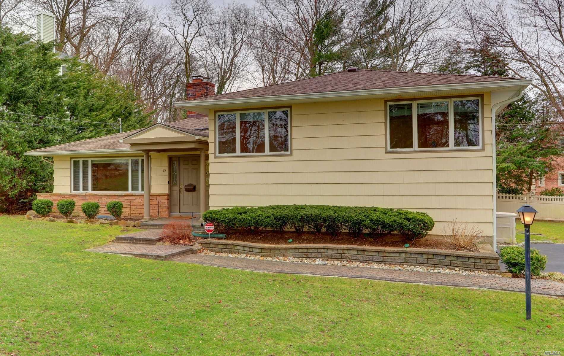 Location, Location Location!!Move Right In! Excellent Opportunity to live In The Heart Of Flower Hill On 1/3 Acre Property.Updated 4 BR Split Offers Spacious LR W/Fpl, Din. Rm W/Access To Beautiful Deck, Oversized Den W/Radiant Heated Flrs.Granite Kitchen, Master Br W/Ample Closets, Fabulous Finished Basement. Large Backyard w/Room For Pool. Wired For Generator, Port Washington Train Sticker.Close To All.Roslyn Schools, Harbor Hill Elementary.