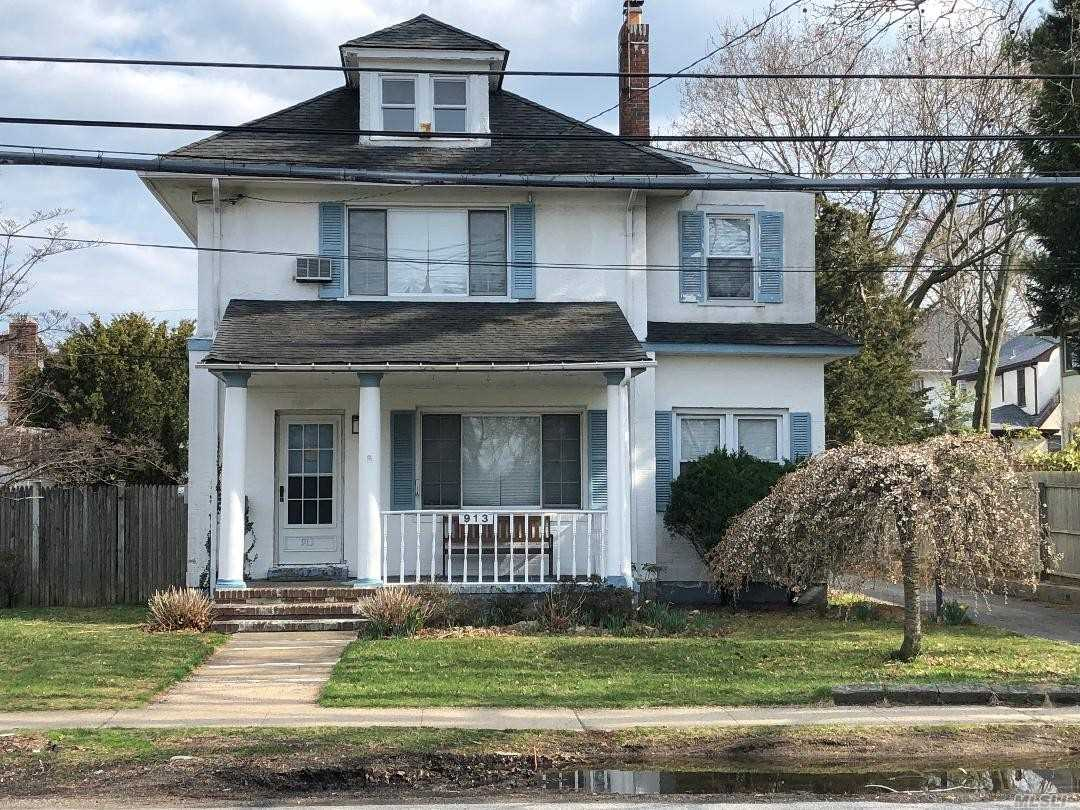 BEAUTIFUL COLONIAL 4 BEDROOM 3.5 BATH HOME 2 CAR GARAGE SUPER LONG WIDE DRIVEWAY 60 X 137 PROPERTY SECONDS TO HOUSE OF WORSHIP BEAUTIFUL HARDWOOD FLOORS CLASSIC PORCH CLOSE TO LIRR