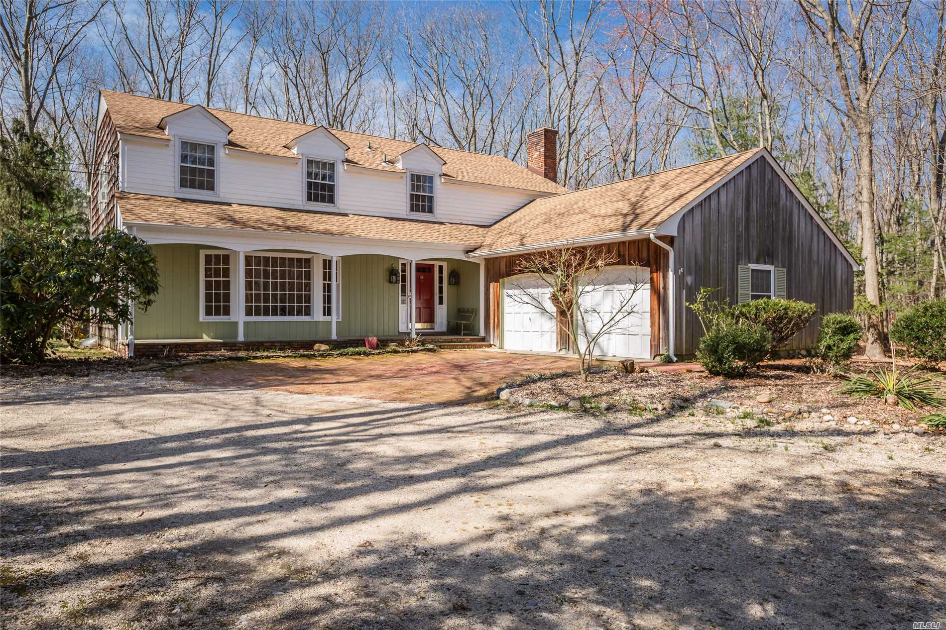 Don't Miss This Wonderful Opportunity to Own a Home Set On 2.2 Acres In The Upscale Lloyd Neck Community. Home Offers 11 Spacious Rooms With Beach & Dock Access Rights. 3 Properties away from the Long Island Sound. Goose Hill Elementary, Lloyd Harbor Middle and Cold Spring Harbor High School. Make This Your Dream Home!