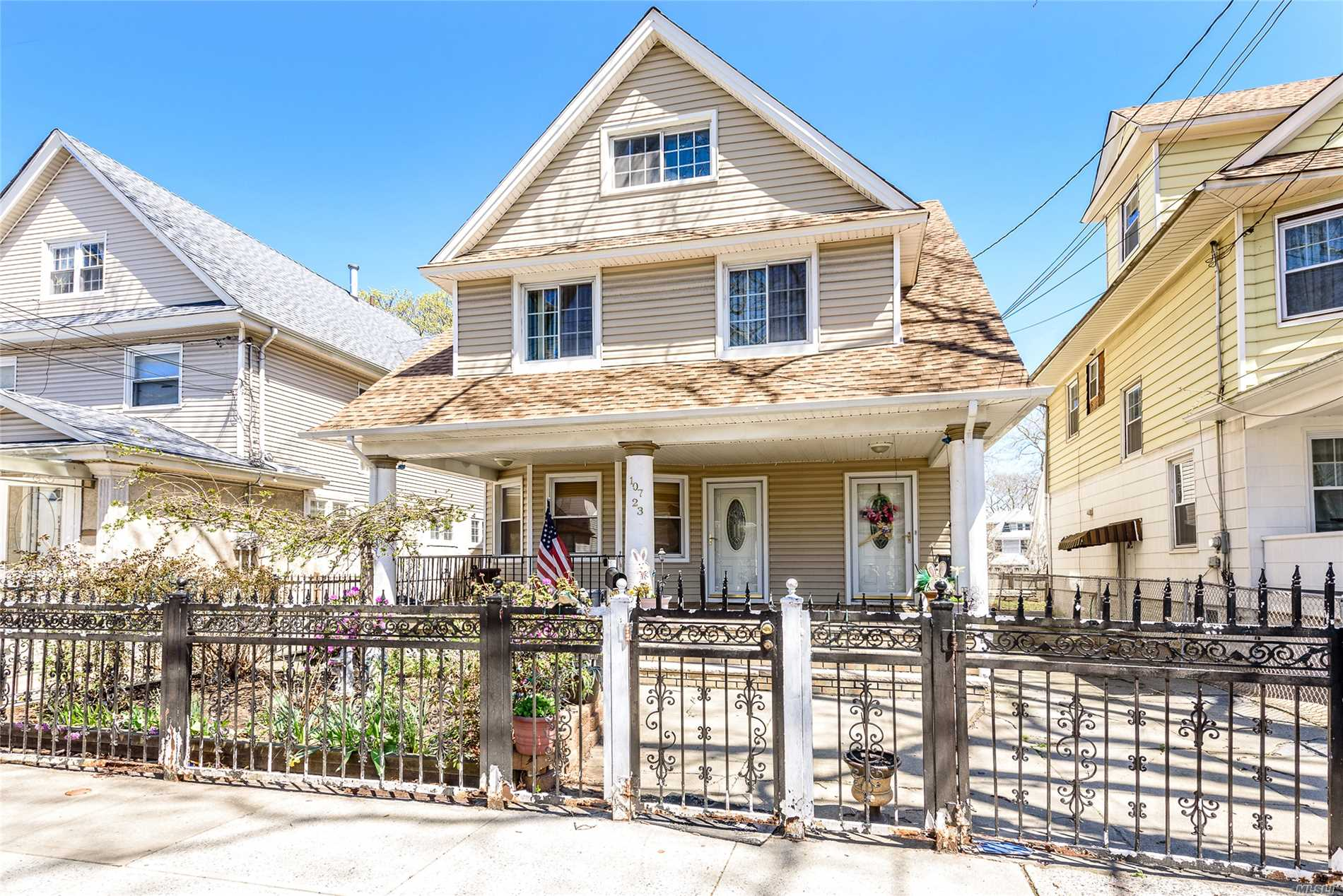 2 Family Detached, Victorian House In The Heart Of South Richmond Hills, 5 Bedrooms 2 Bathrooms, Finished Basement , 2 Car Garage, Private Driveway. New Roof And Siding , Near Van Wyck Expressway, Jfk Airport, Transportation Train # A, E, J , Z And Lirr, Supermarket And Much More !!!! Easy To Show It