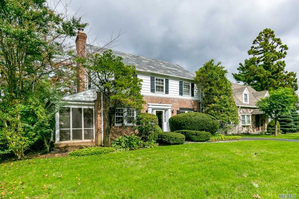 Mint C/H Colonial Conveniently Located Near Park, Shopping And Buses. Sunny Southern Exposure. Wonderful Moldings And Wainscoting. Formal Living Room With Door To Screened In Porch, Formal Dr, Kitchen With Backdoor. 2nd Floor Deck. Wonderful Grounds. Lakeville Elementary School And Great Neck South Middle & High. Enjoy Parkwood Sports Complex, Lazy River, Olympic Size Pools, Ice Skating And Much More.