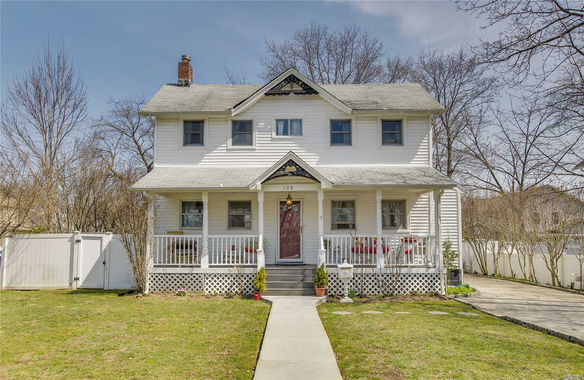 Classic two family colonial located on an oversized lot on a dead end directly across from Grant Park -- with views of the pond from the front porch! Hewlett schools, conveniently located nearby to Peninsula Blvd, the LIRR station, and all of the shopping and dining that Hewlett, Lynbrook and Valley Stream have to offer! This one is not to be missed.