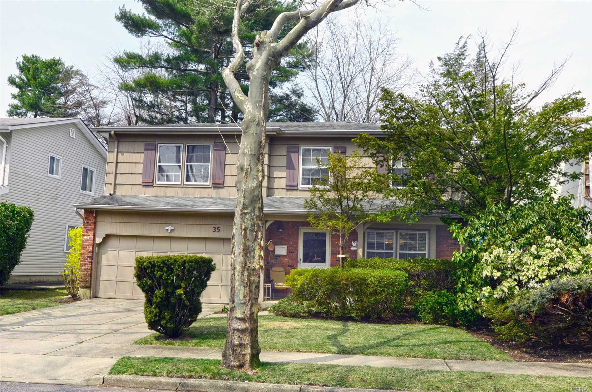 Well priced house in desirable Soundview. Put your own touches on this wonderful family home.