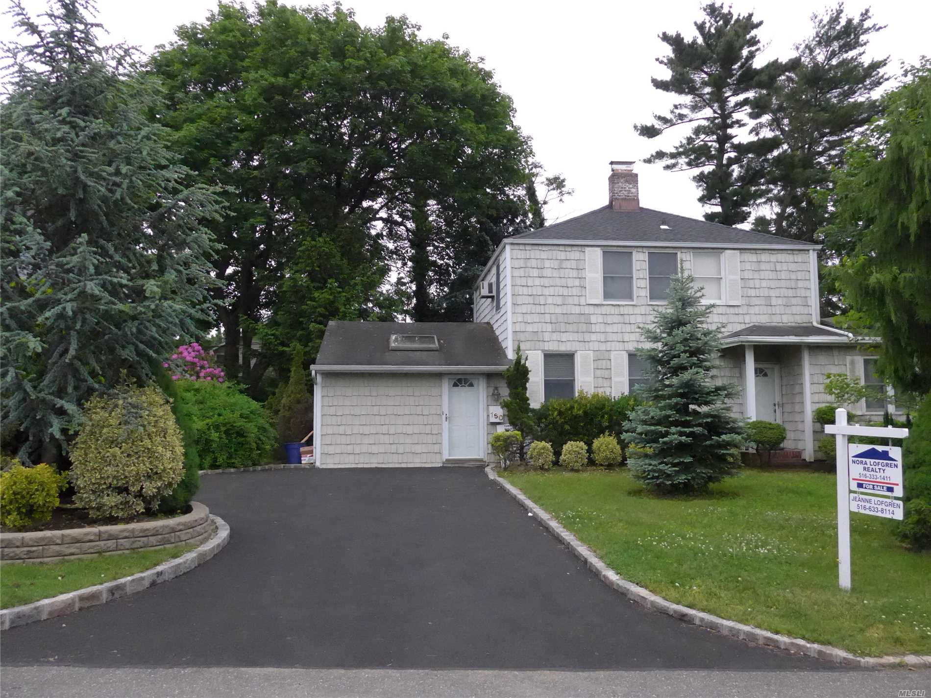 Don't miss this spacious 4 bedroom/2.5 bath colonial. Great location near schools, stores, & LIRR. Large family room w/vaulted ceiling, living room w/fireplace, first-floor master suite w/walk-in-closet. Main floor freshly painted and new carpet. New gas burner and new hot water tank. Low taxes~Won't last