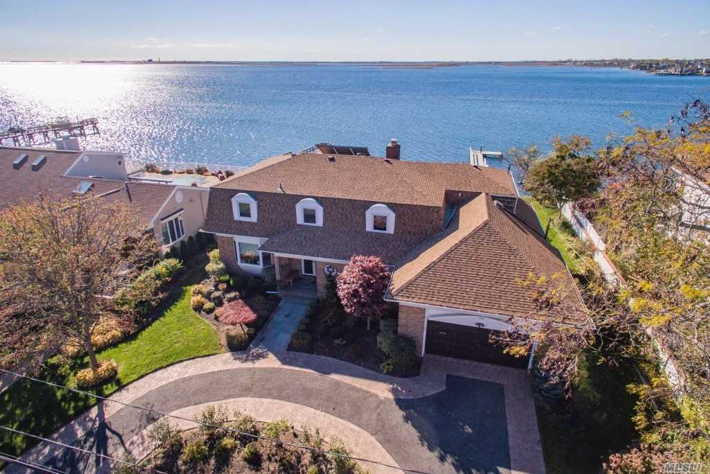 BAY FRONT Custom Built Colonial! Wait No Longer! This Is It! Prestigious Harbour Green Estates! Breathtaking Panoramic Views & Sunsets! Southern Exposure! Entertainers/Boaters Paradise! A Life Style You Deserve! 147' Deep w/7 Yr New Fiberglass Navy Bulkhd, 5 Yr New 75' Pier & Beach At Low Tide. 5Br, 3.5Bth Offers Fam Rm w/Fpl, 20'x20' Unfin Rm Over Garage, Greenhouse, Solar, Oak Flrs, Full Bsmt, 2 Car, 4-Z OHW Heat, 2-Zone CAC, 200Amps, Flood Insur $622 Yr - The Best For The Money! Every Day's A Vacation!