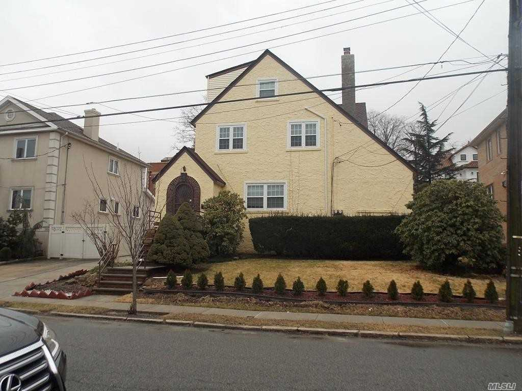 Beautiful 2 Bedroom Apartment For Rent In Whitestone. Featuring Living Room, Dining Room, Kitchen, And 1 Newly Renovated Bathroom. Huge Master Bedroom. Hardwood Flooring Throughout. Near Express Bus, And Shops. A Must See!!!