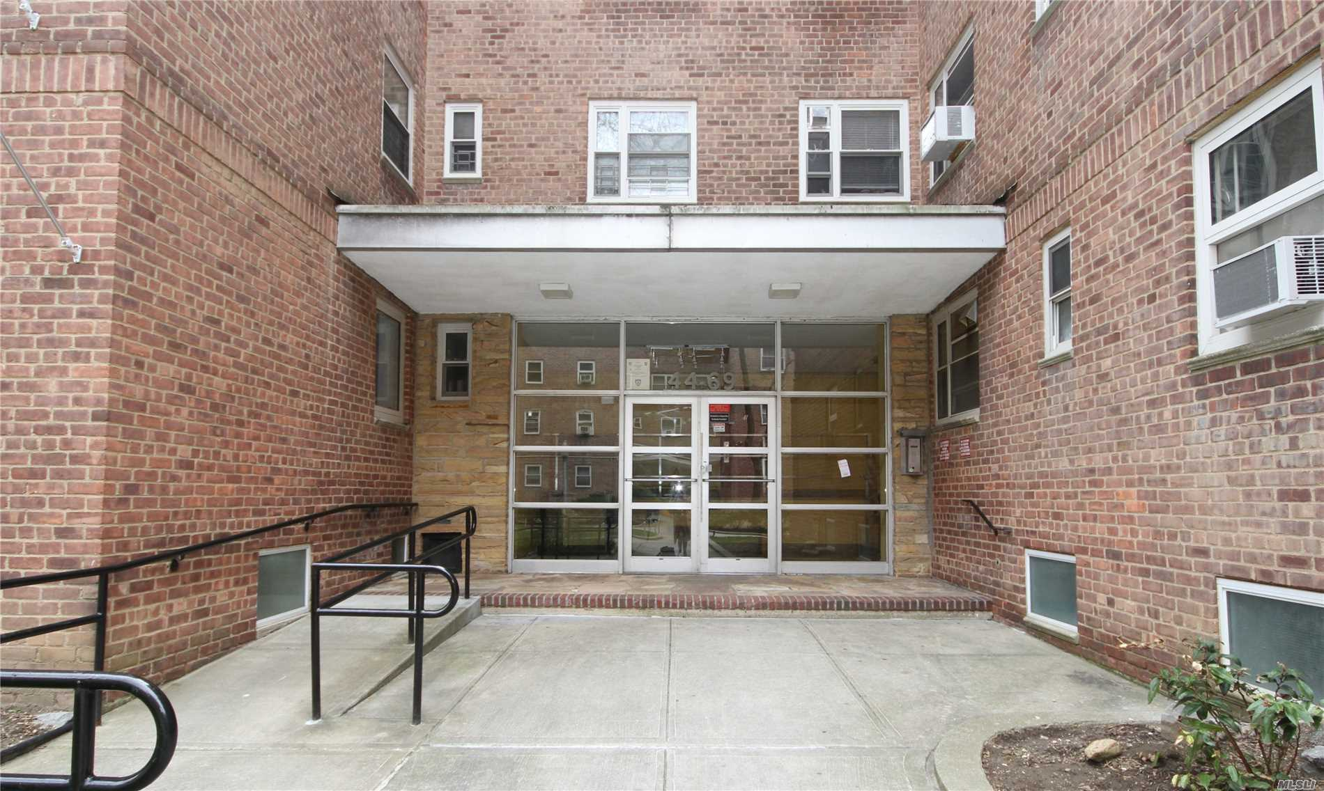 Franconia Village Co-Op, large 3 bed / 2 bath on the 4th floor. Prime downtown Flushing location close to all shopping and transportation; #7 subway, LIRR, local and express buses. Zoned for PS 024 and IS 237. No subletting allowed.