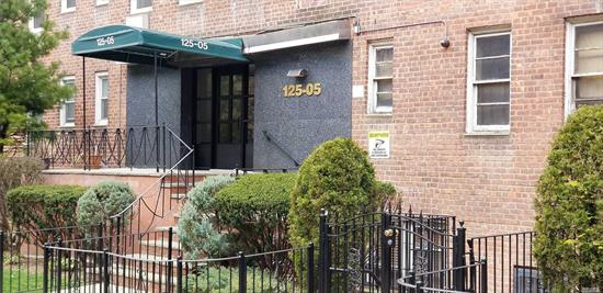 Large Cozy Alcove Beautiful Studio with Furniture(if needed) , Close to transportation LLIR, E/F Trans 20 min Manhattan, Laundry in building.
