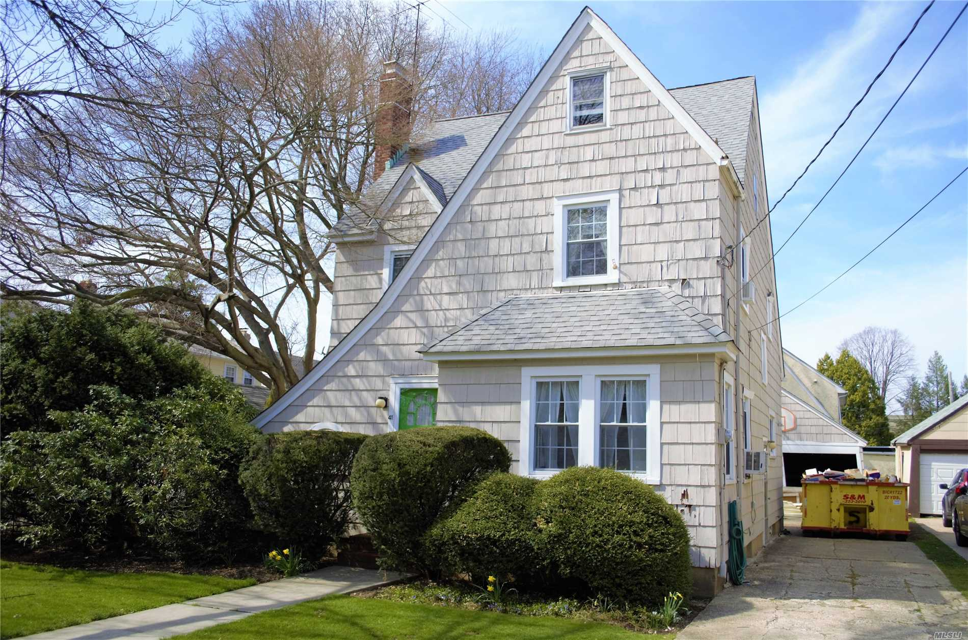Charming Colonial. 4 Bedrooms. 1.5 Baths. Office. Formal Dr. 50x100 Lot. Large Attic, 4th Bedroom. 2 Patios, Front And Back. 2 Car Garage. Short Walking Distance To Hofstra University. House Need TLC. Great Potential. Close To All.