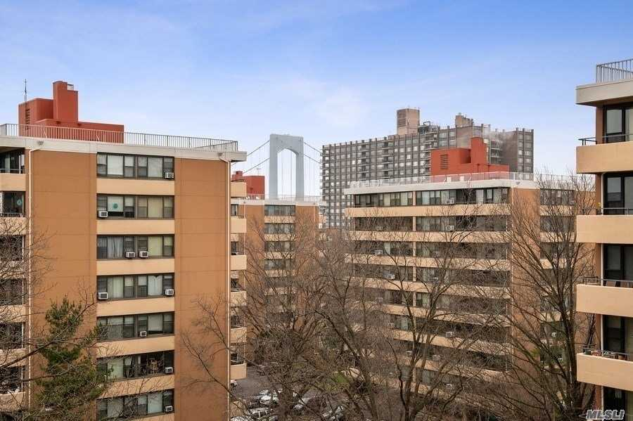 High Floor With Bridge Views and Great Light And Air. Updated White Kitchen Cabinets, Custom Black Polished Mica Countertops, Subway Tile Backsplash And Stainless Steel Appliances. Spacious Living Room/Dining Room With A Window Wall And Wood Laminate Floors. A Perfect Upsize Or Downsize Opportunity. 20Ft Terrace With Picturesque Views. Amenities: Fitness Center, 2 Outdoor Pools, 3 Tennis Courts, Clubhouse And Cafe. Washer Or Dryer On Every Floor. No Dogs Allowed.
