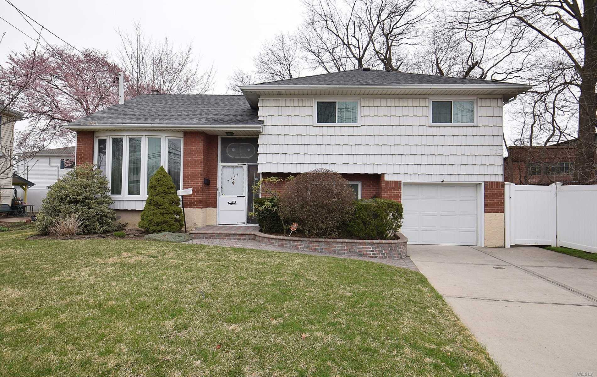 wonderful Split level.2 updated baths, Replacement windows, Hardwood floors under carpet, full bath in MBR, wallk to RR flood zone x. great back yard with patio.Stain glass windows. Tankless gas hot water heater.