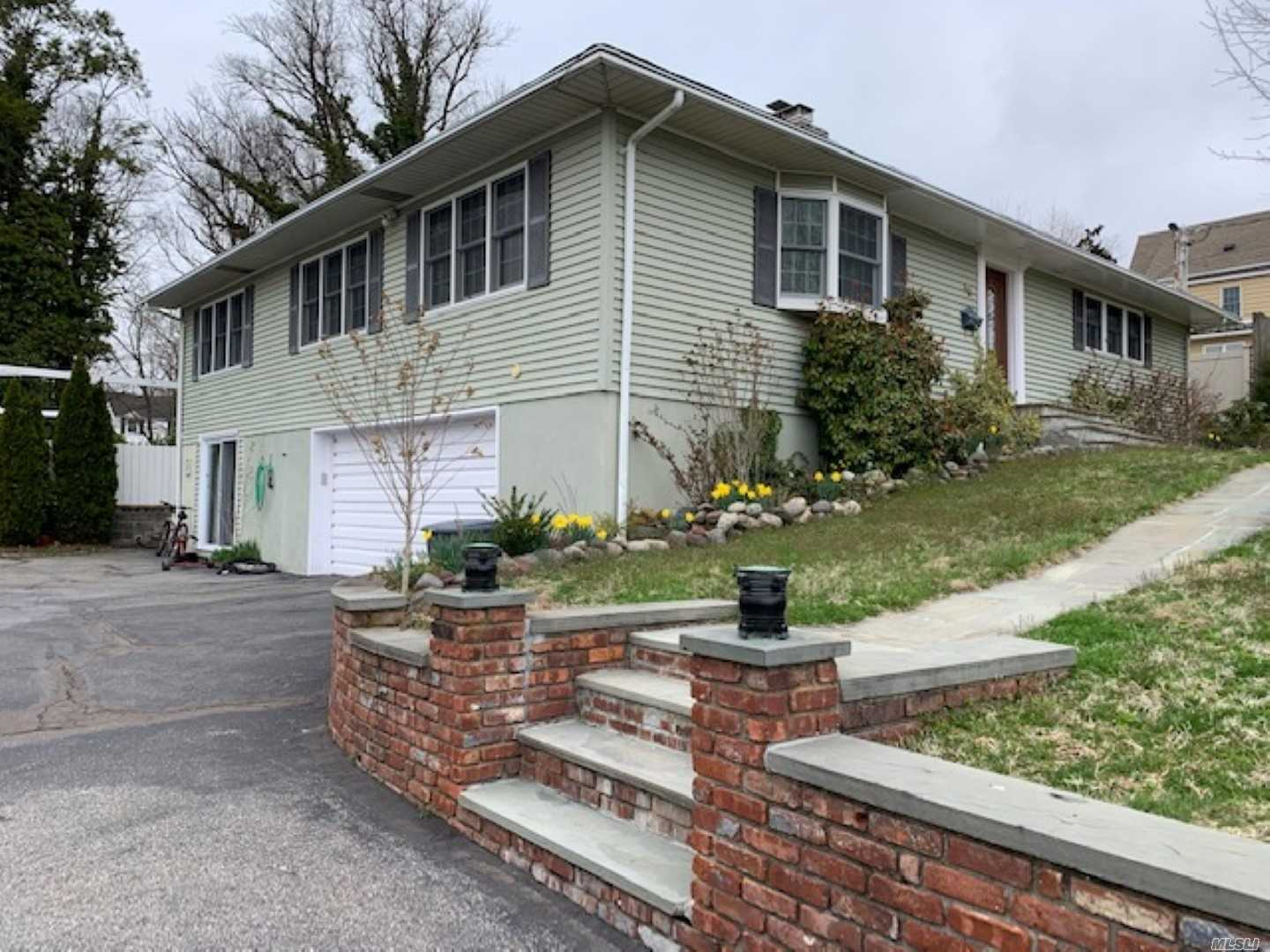 Bi-Level Ranch near Glen Head Primary+beach Open Concept Liv/Din, stone firepl, woodburn stove low heat bills NEW Eat-in KIT+banquette, gran/stain appl. All Wood Fl, Crown Mold. Master bath+steam show. Huge lowlevel multi-rm guest apt IDEAL MOTHER-DAUGHTER 40x20 Lap/Fun pool+huge entertain patio on secluded lot, mature trees, veggie garden Move-in-ready Gem