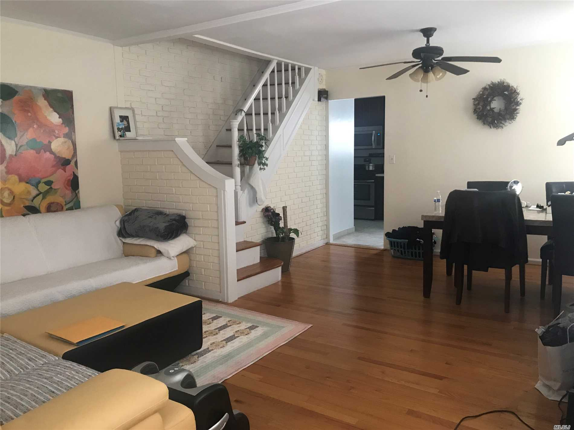 Whole House 4 Bed 1.5 Bath. Few Blocks From LIRR And Half Block From Bus Stop. Hardwood Floor, Face To East , Vert Bright House. Great Location. Great School Distric.