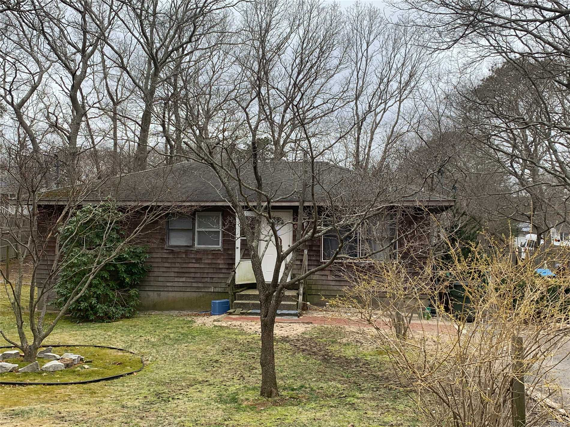 Wideline Ranch with 3 bedrooms, Large Livingroon, Eat in Kitchen, Hall Bath. full basement, wood deck.Property located on level lot close to transportation, shopping, town parks and beaches,