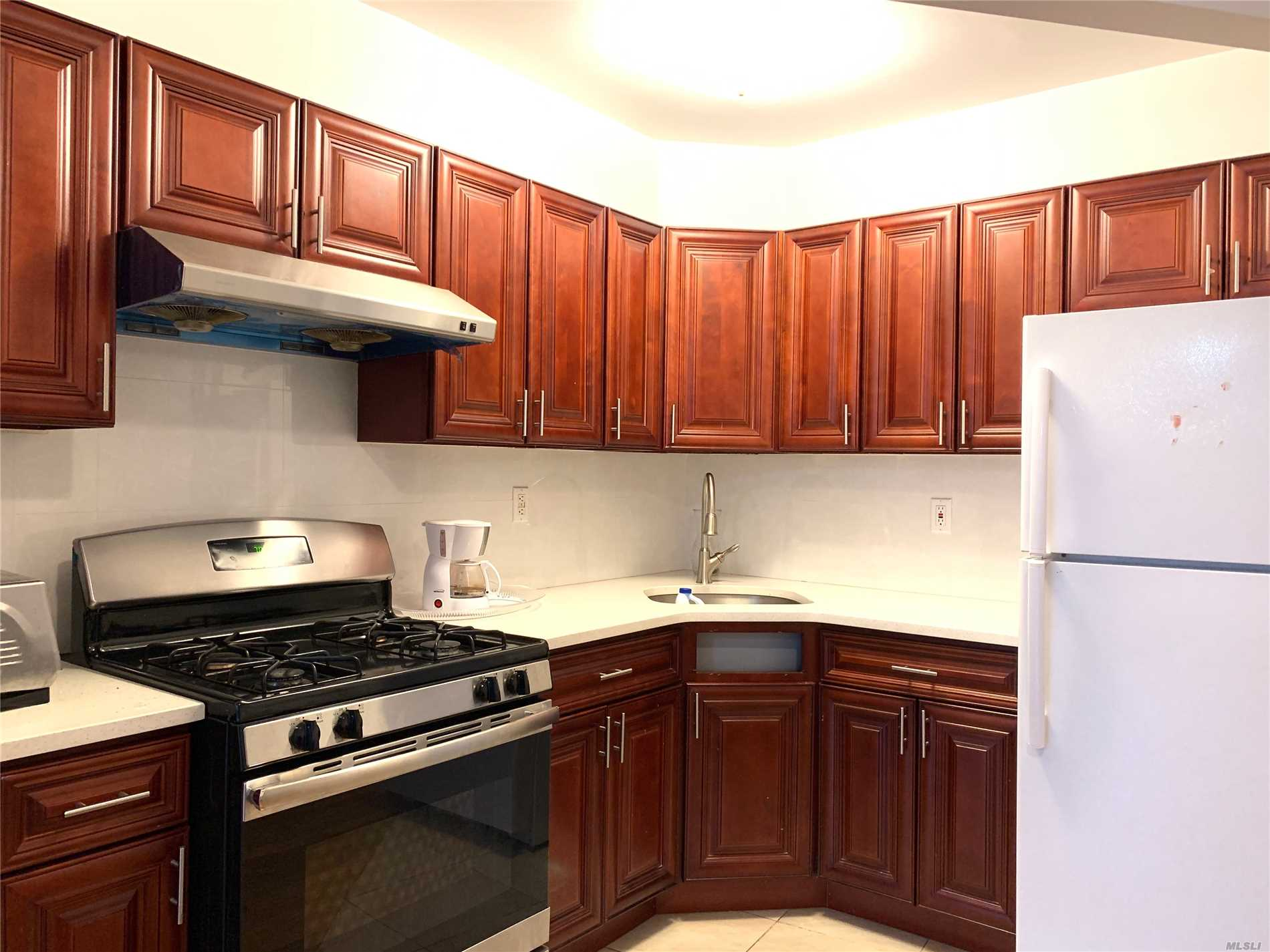 Bright and spacious unit on of the most beautiful blocks in rego park. Hardwood flooring, tiled bathrooms, stainless steel appliances, and much more. Laundry in building. Close to park, school, supermarket, shops and public transportation. Muse SEE!!!