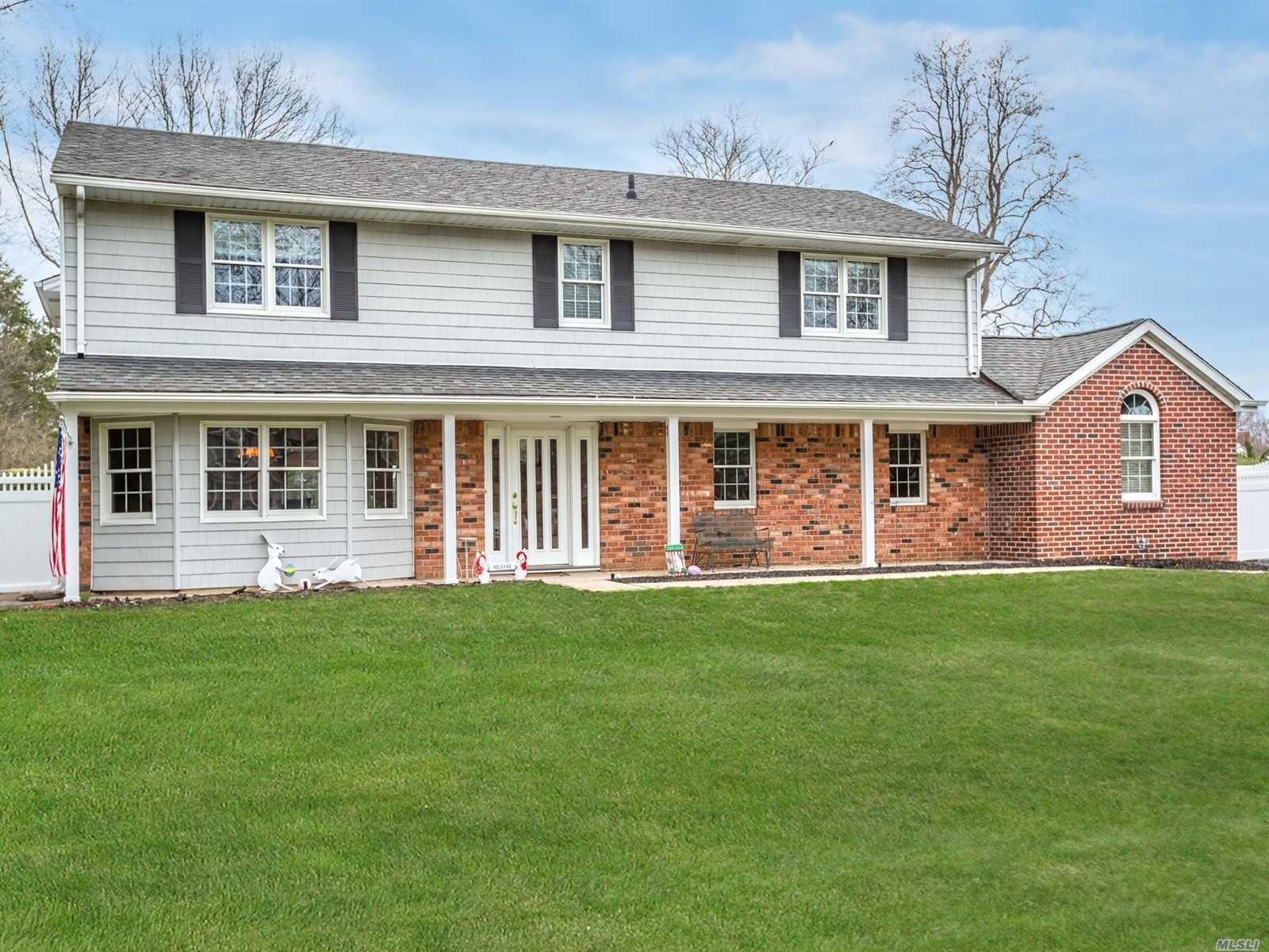 Fabulous, Updated Expanded Splanch in desirable Commack SD#10! 6 Bedrooms & 3.5 Baths! This large home features a bright, open floor plan, Formal Living w/soaring ceiling, Formal Dining Rm. Updated E-I Kitchen w/centre Island, Granite ctrs, SS Appls. 1st floor Guest Suite, Bedroom, Great Rm w/soaring ceiling, Full Bath. Possible room for Mom. Radiant heat floors thru-out first floor. 2nd flr Master Bedroom Suite plus 4 addl bedrooms. Updates include windows, siding, electric, plus much more!