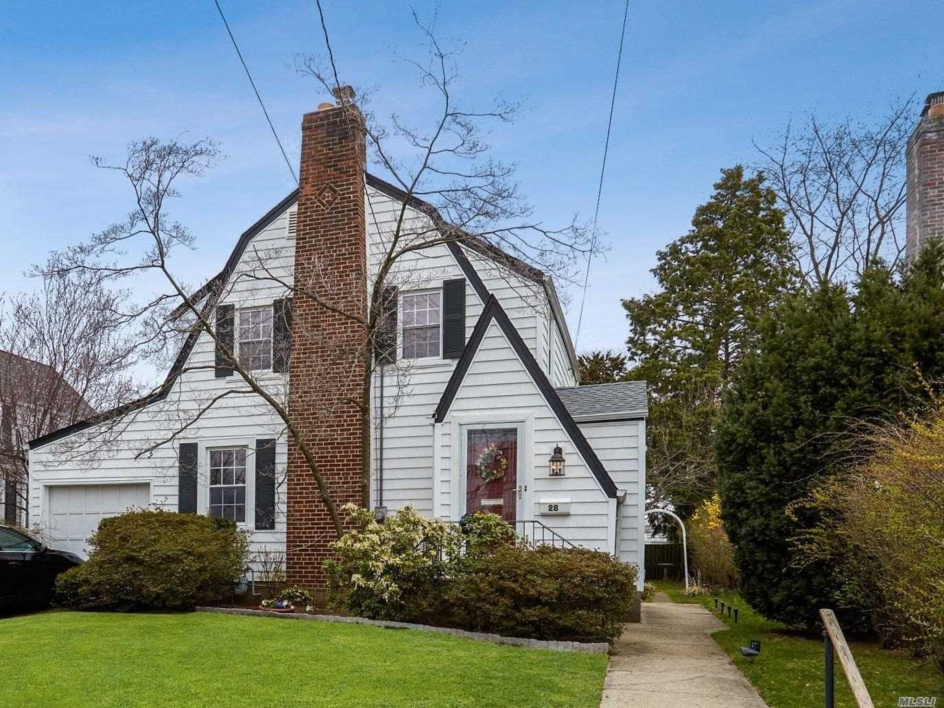 Prime location in Stewart Manor Village. Beautiful Detached colonial with Fam Rm or MBR Extension. Living Rm w wood burning FP. Oversized Formal DR, 4 BRS on 2nd floor including a walk through . Convenient location to shops, restaurants and LIRR.
