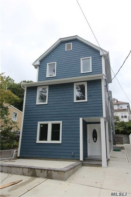 Beautifully Renovated 2 Bedroom 1 Full Bath in the Heart of Port Washington. Close to LIRR (train), Shopping, Restaurants & Waterfront. Highlights Include: Cherrywood Cabinets, Granite Counters, SS Appliances, CAC with Gas Heat, Separated Shared Laundry Room, Use of Yard on a Dead End Tranquil Block.