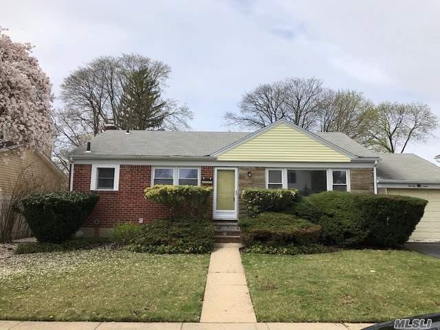 Clean Single House. 2Min Walk To School. Newly Renovated Kitchen And Bathroom, Full Basement Is Perfect For Play Room. Gas Heating, CAC, Freshly Paint. Nice size backyard. Must See!!