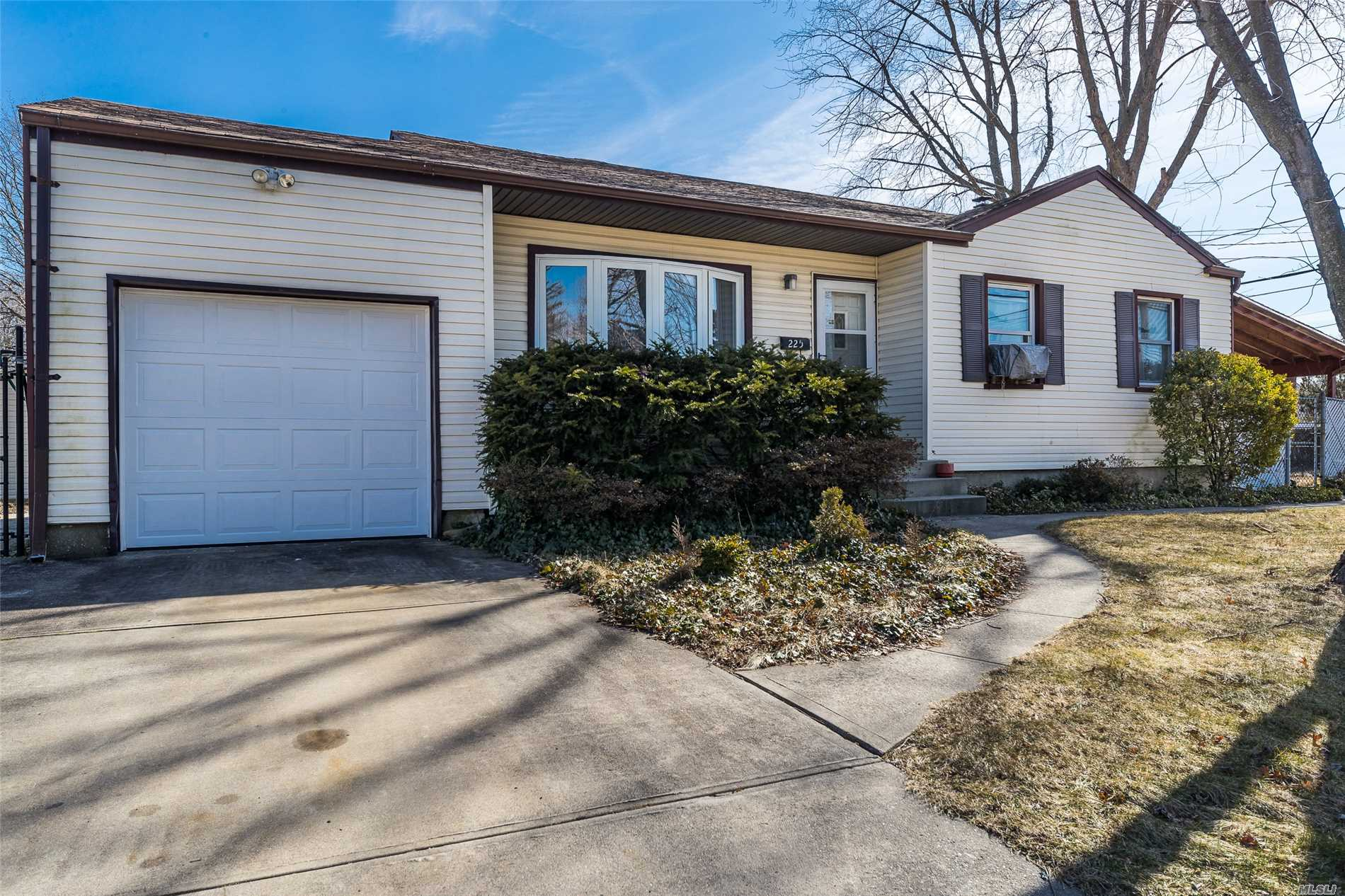 This Immaculate And Spacious Ranch Features An Updated Kitchen With Granite Countertops And Stainless Steel Appliances; Large Finished Basement With Utility Room; Gleaming Hard Wood Floors, Huge Driveway And Large Property Great For Entertaining. Great Location Nearby To Schools; Highways And Shopping.