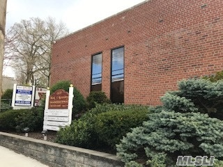 Best location for all professional office, Walk to LIRR, bus Q12, N20 & N21, easy to access to highways. Private entrance and corner unit with 1 parking.