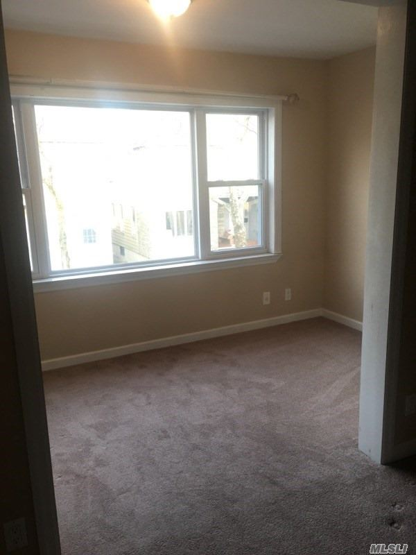 Beautiful 3 Bedroom Apartment Located In Glendale For Rent. Features Living Room, Dining Room, Lovely Kitchen With Granite Countertops And 1 Full Bathroom. Carpet Flooring Throughout.