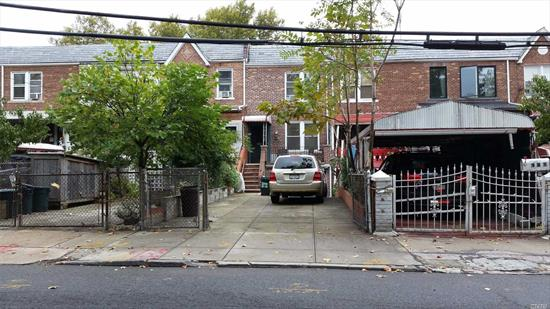 This 1-Family brick home features a one (1) - car garage, parking for an addition two (2) cars in the private driveway, front porch with a nice view of the park, private backyard, gas heat, and a convenient location close to the shopping, transportation, restaurants, & parks located in the vibrant neighborhoods of Greenpoint, Williamsburg, & Long Island City.