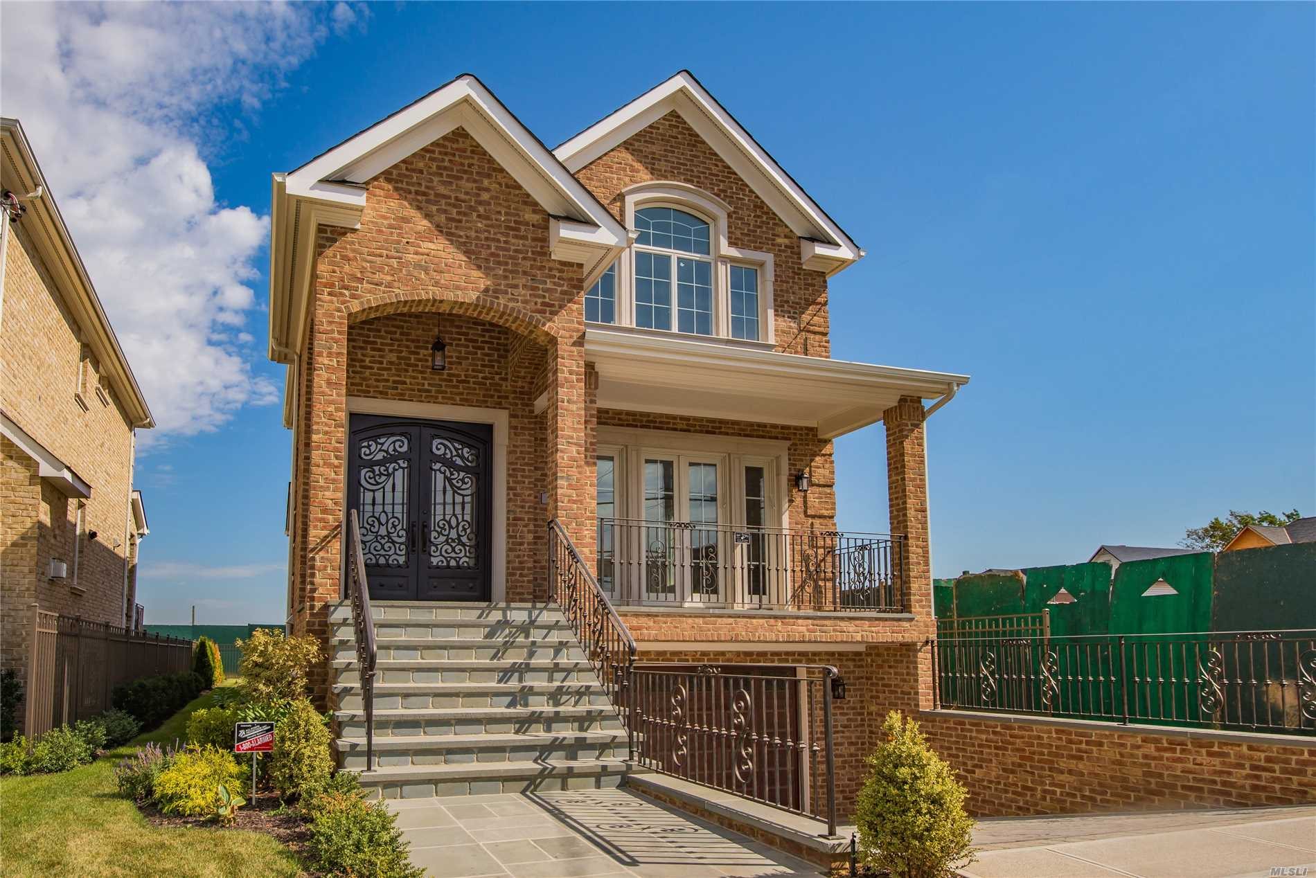 ***Ready To Move In*** New Whitestone Development, The Bridges At Whitestone. Brick And Precast Stone Center Hall Colonials 4 Bedrooms, 3.5 Baths. Designed By Renowned Architect And Built By Award Winning Developer. High End Architectural Details Throughout, Hardwood Floors, Marble Entry, 9'8 Ceilings On 1st Fl And Cathedral On 2nd Fl. Close Proximity To Major Highways, Airports, Nyc