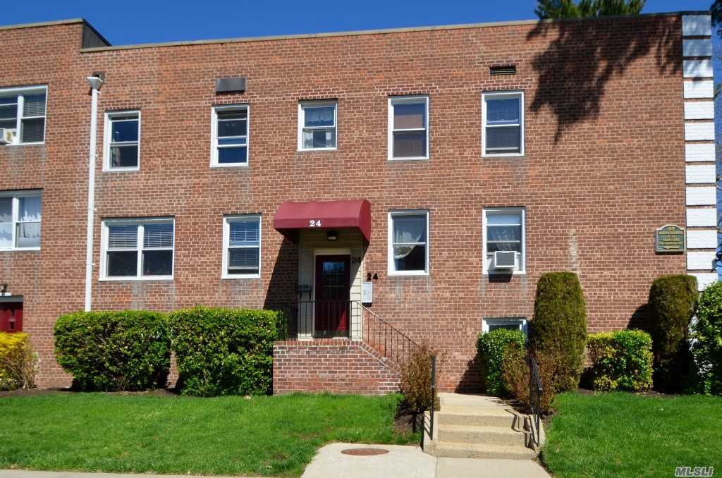 Lovely One Bedroom 2nd Floor Co-op! Ef, Large Living Rm, Kitchen, Dining Area, Bedroom & Full Bath. Close to LIRR & Shopping.