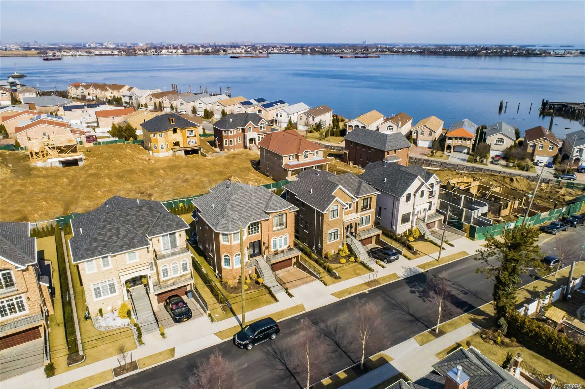 ***Time To Customize*** New Whitestone Development, The Bridges At Whitestone. Brick And Precast Stone Center Hall Colonials 4 Bedrooms, 3.5 Baths. Designed By Renowned Architect And Built By Award Winning Developer. High End Architectural Details Throughout, Hardwood Floors, Marble Entry, 9'8 Ceilings On 1st Fl And Cathedral On 2nd Fl. Close Proximity To Major Highways, Airports, Nyc