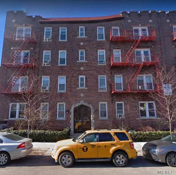 Extra large 1 Bedroom apartment with an Eat-In-Kitchen with dishwasher, spacious Living Room, King Size Bedroom and Bathroom with a Tub. There are 3 closets, plenty of storage in the Kitchen and 1 block to the 7 train. This is on the top floor in a 4 floor walk-up.
