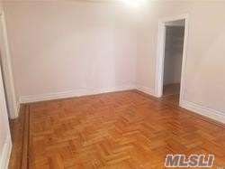 Spacious 1Br Apartment On Top Floor Featuring Eik, Hardwood Floors Throughout And High Ceilings. Nearby To Shopping And Transportation