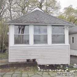 Spectacular Views overlooking Port Jefferson Harbor! Wonderful waterfront cottage. A Piece of paradise!. Hidden Treasure in Poquott Village. Community Tennis courts, Private Beaches Community dock.