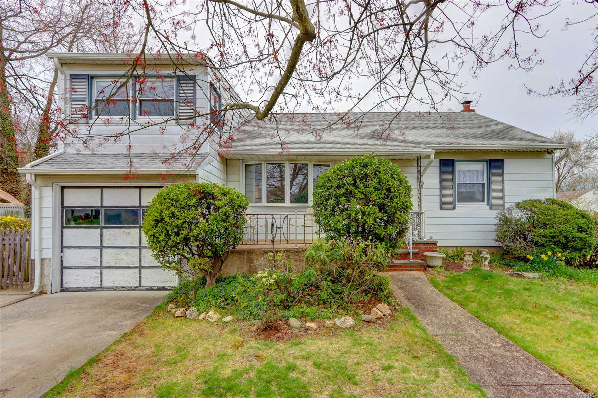 Charming 3 Br ranch on a quiet block in Island Trees school district! CAC, Gas heat, 7 zone inground sprinklers, updated bath, well-kept home with a private yard. Don't miss out on this fantastic opportunity!