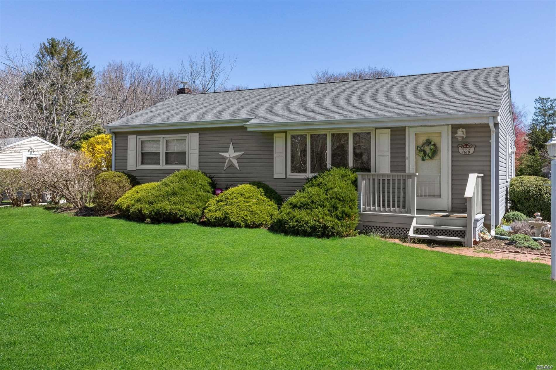 3 bedroom, 1 bath ranch with lower level family room with full bath. Conveniently located just minutes to town and nearby beaches. The perfect starter or retirement home!