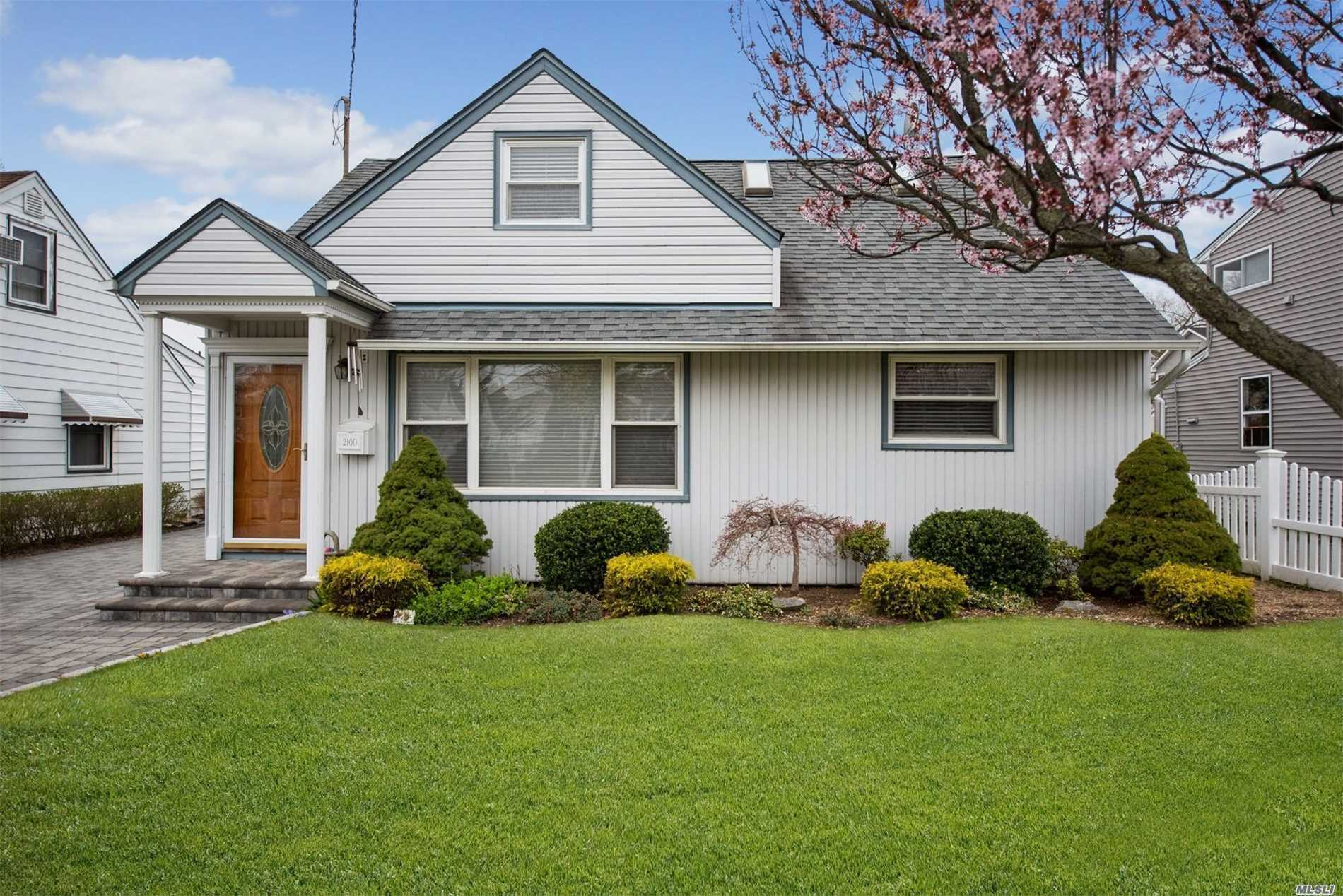 mint condition, and all quality workmanship, This home was featured in Newsday Article beautiful home less than 1/2 mile from Long Island Rail Road, It is located in Wantagh Schools and Beech St Elementary School, features 2 updated baths and a beautiful Kitchen, cozy Den extension, King size garage with upstairs storage, mid block location