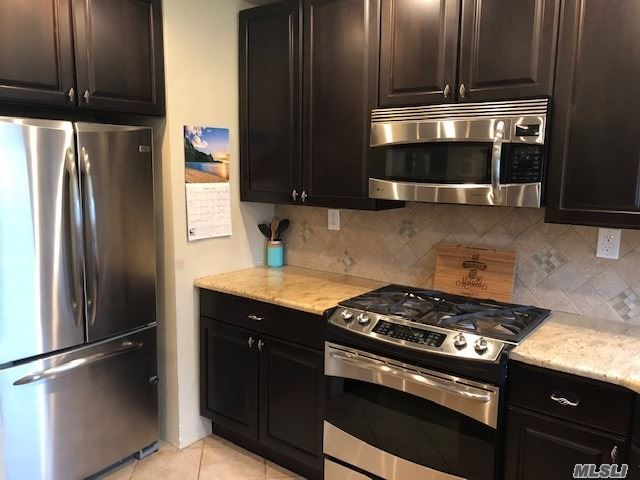 STUNNING UPDATED 3rd FLOOR UNIT IN THE HEART OF RVC!! NEW KITCHEN WITH GRANITE COUNTER TOPS! NEW GE PROFILE STAINLESS APPLIANCES. HARDWOOD FLOORS THROUGHOUT.. NEW BATH AND JUST REALLY A AWESOME SPACE! THIS UNIT IS SPACIOUS, LARGE MASTER , LOADS OF CLOSETS, RECESSED LIGHTING, HUNTER DOUGLAS WINDOW TREATMENTS. TRULY NOTHING TO DO BUT MOVE IN! BEAUTIFUL VIEW OF THE COURTYARD. PLENTY OF WINDOWS. NEW AC. LAUNDRY ON PREMISES AND A COMMON PATIO AREA. CLOSE TO LIRR AND VILLAGE! GREAT DEAL! WONT LAST!