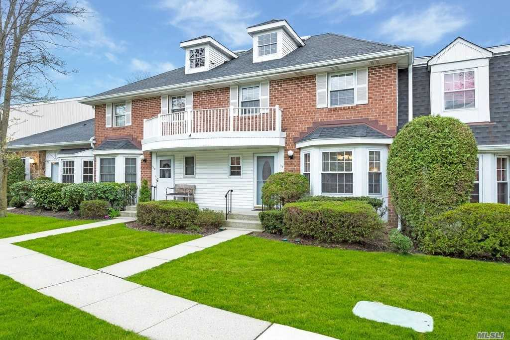 Spacious Knoll Model, Freshly painted, Updated EIk w/Stainless steel appliances, granite counters wine cooler. New washer & Dryer. Updated Windows. New master bdrm carpet, Crown moldings, 2 new fans, Newer CAC unit, New roof & skylight, Nest thermostat. Tiled flooring.
